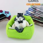 Кот с джойстиком на подушке (фигурка)