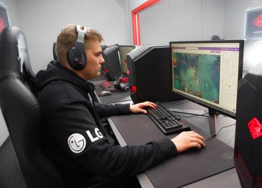 LG - партнер киберспортивной организации Winstrike Team