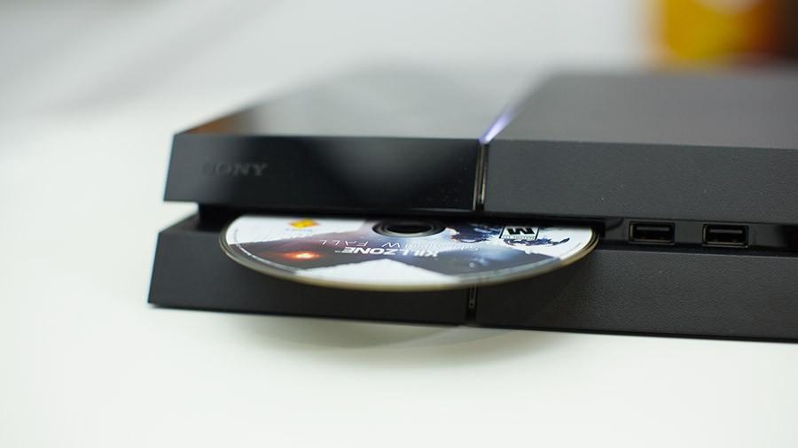 Playstation 4 диск в приставке