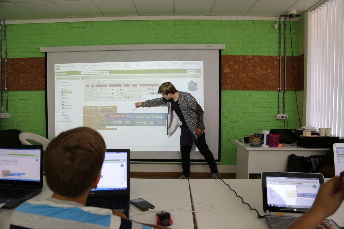 Minecraft учит детей программировать