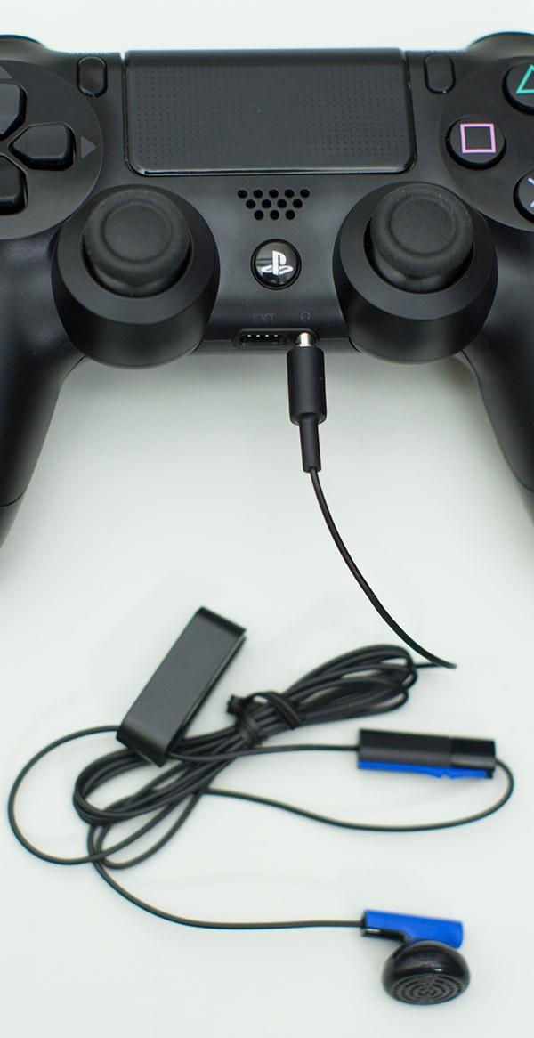 Playstation 4 с наушниками