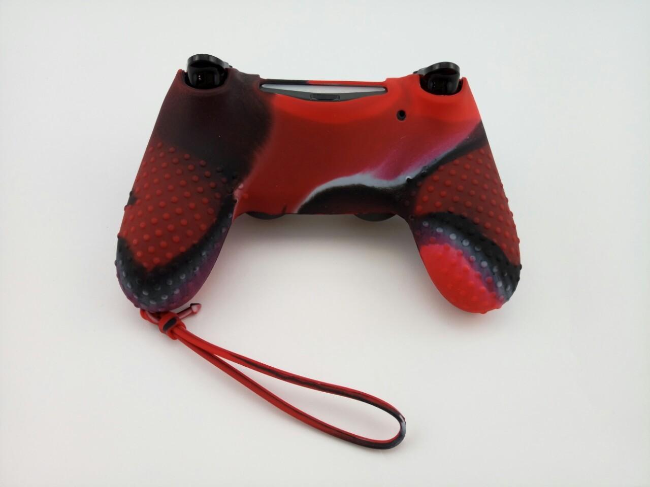 Силиконовый чехол для джойстика PS4 с ремешком(черно красный)