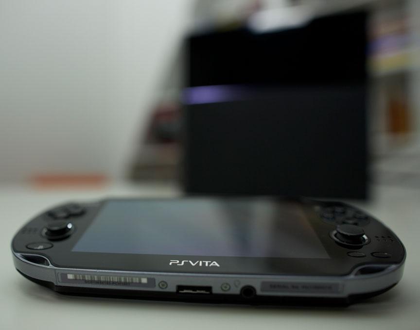 PS Vita вид сбоку