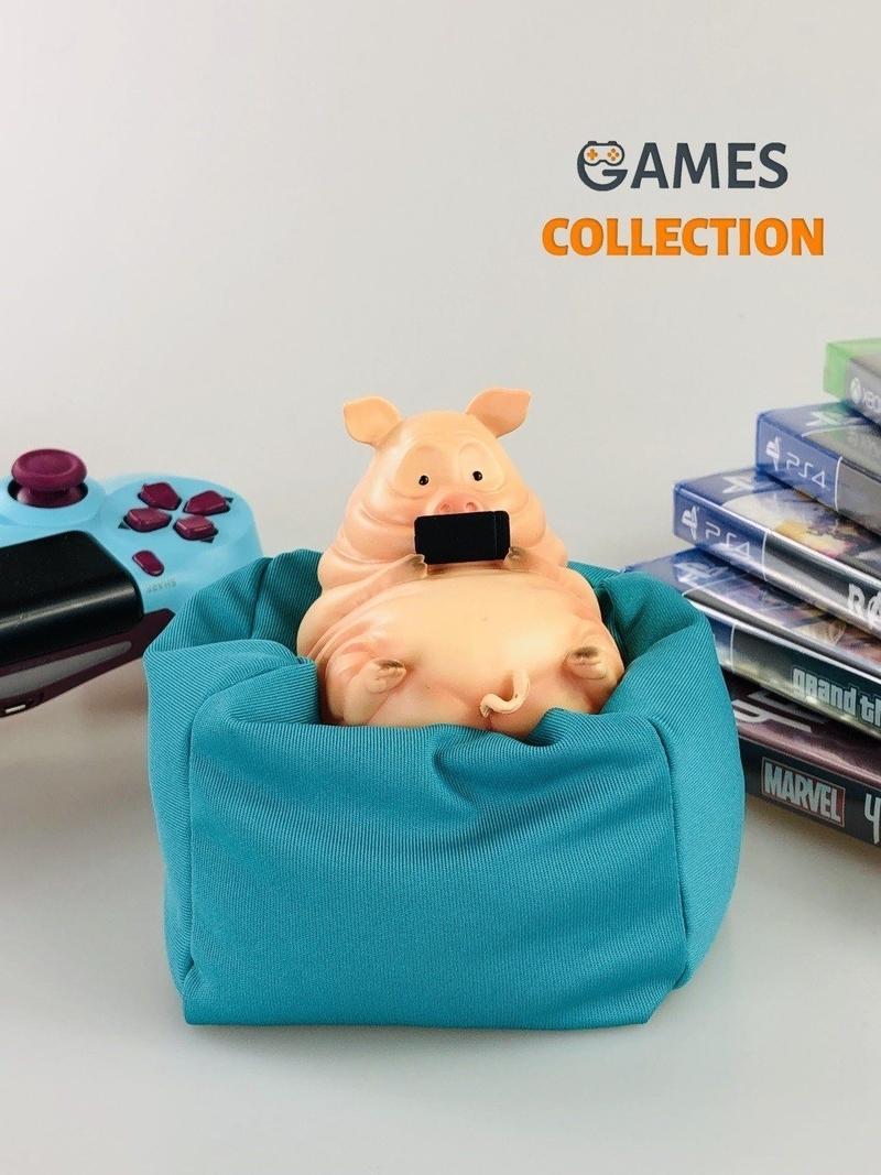 Свинья на подушке (фигурка)-thumb