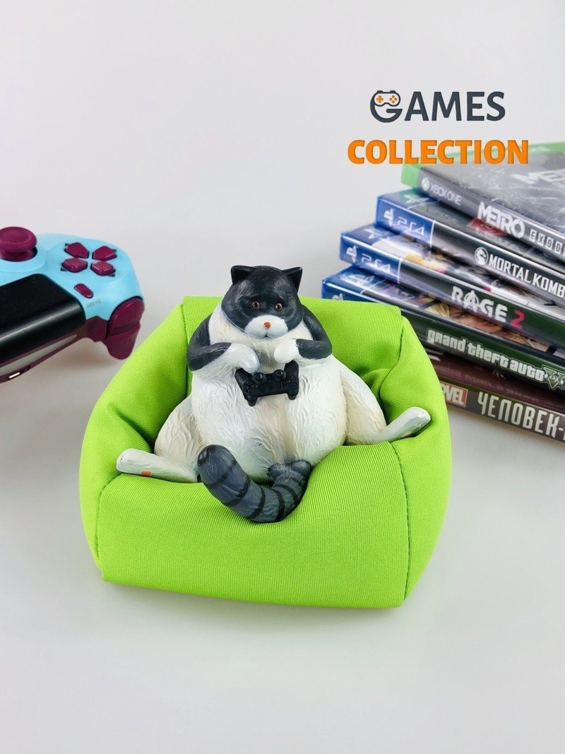 Кот с джойстиком на подушке (фигурка)-thumb