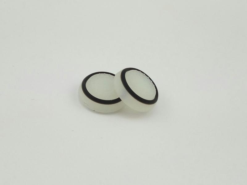 PS4/XOne/PS2/PS3/X360 накладки на ручки аналогов (бело-черные)-thumb
